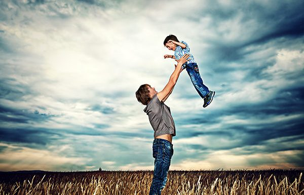 Bài Thơ Cha Và Cậu Bé Mù (Dương Tuấn) ấn tượng nhất