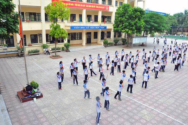 Bài Thơ: Thăm Trường Cũ (Tác giả: Nguyễn Đình Huân)